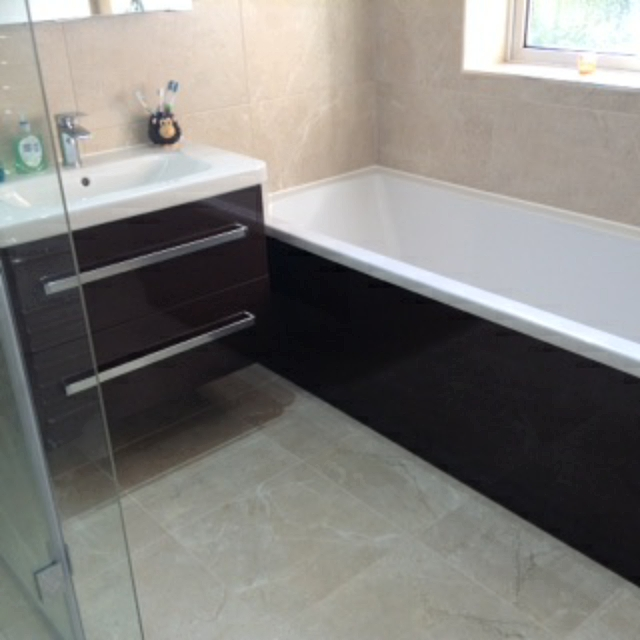 Perfect Minimal 10 Mm Glass Sliding Enclosure With Low Profile Tray The