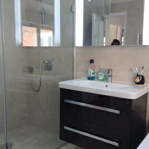 Brilliant Minimal 10 Mm Glass Sliding Enclosure With Low Profile Tray The